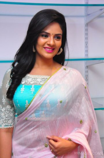 Sreemukhi Cute HD Photos (1080p) (sreemukhi, television anchor, actress, tollywood, sandalwood)