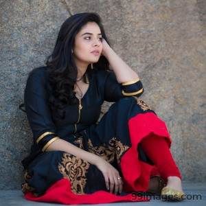 Sreemukhi Beautiful HD Photoshoot Stills & Mobile Wallpapers HD (1080p) - #18102