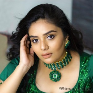 Sreemukhi Beautiful HD Photoshoot Stills & Mobile Wallpapers HD (1080p)