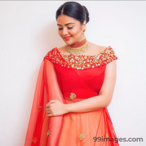 Sreemukhi Beautiful HD Photoshoot Stills & Mobile Wallpapers HD (1080p) - #17750