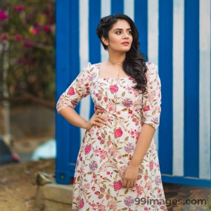 Sreemukhi Beautiful HD Photoshoot Stills & Mobile Wallpapers HD (1080p) - #18088