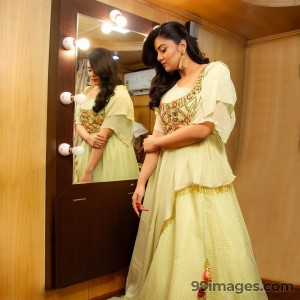 Sreemukhi Beautiful HD Photoshoot Stills & Mobile Wallpapers HD (1080p) - #17748