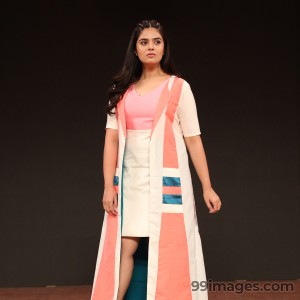 Sreemukhi Beautiful HD Photoshoot Stills & Mobile Wallpapers HD (1080p) - #18100