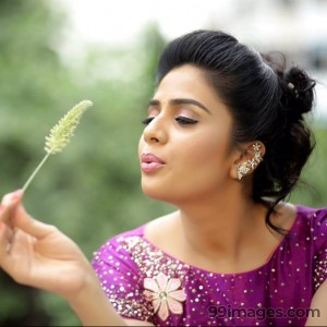 Sreemukhi Cute HD Photos (1080p)