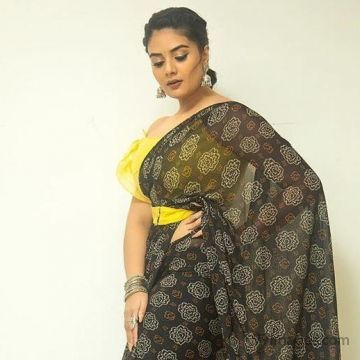 Sreemukhi Latest Hot HD Photoshoot Stills & Mobile Wallpapers HD (1080p)