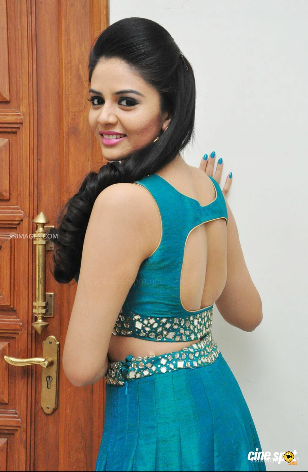 Sreemukhi Beautiful HD Photos (1080p) (4572) - Sreemukhi