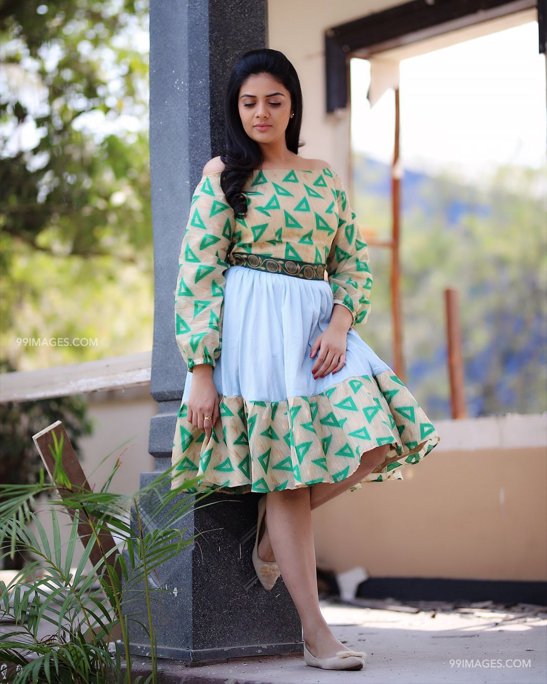 Sreemukhi Beautiful HD Photoshoot Stills & Mobile Wallpapers HD (1080p) - sreemukhi,television actress,hd images,tollywood,bollywood