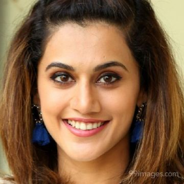 Taapsee Pannus latest beautiful stills in HD Quality (1080p)