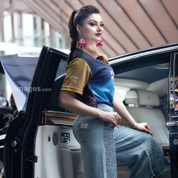 Urvashi Rautela Beautiful Photos & Mobile Wallpapers HD (Android/iPhone) (1080p) - #36241