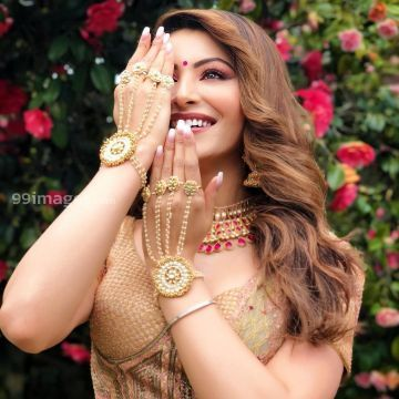 Urvashi Rautela Beautiful Photos & Mobile Wallpapers HD (Android/iPhone) (1080p) - #36237
