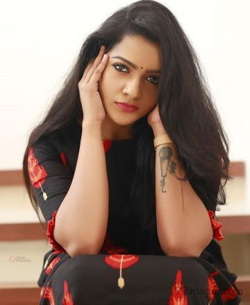 V. J. Chitra Latest Hot HD Photoshoot Photos / Wallpapers (1080p)