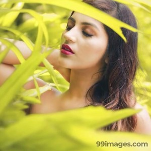 Yashika Anand Beautiful HD Photoshoot Stills & Mobile Wallpapers HD (1080p) - #19378