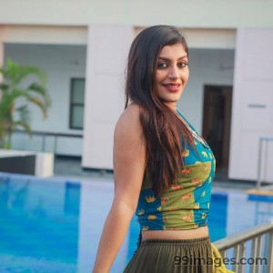 Yashika Anand Beautiful HD Photoshoot Stills & Mobile Wallpapers HD (1080p) - #19391