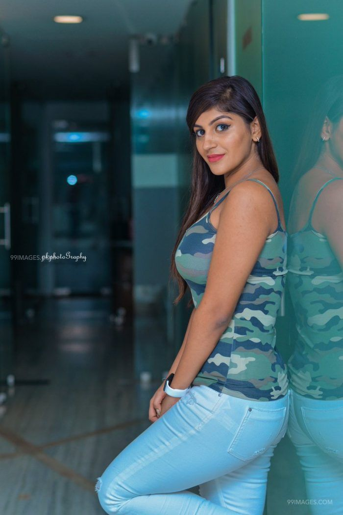 Yashika Anand Latest Hot HD Photoshoot Photos / Wallpapers (1080p) (107) - Yashika Anand