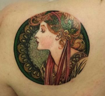Vintage Shoulder Tattoo Design For Women (female)