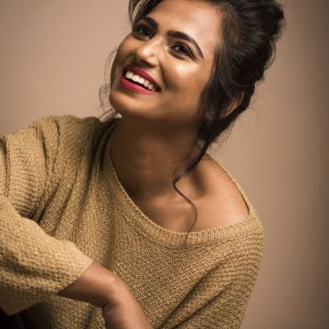 Actress Ramya Pandian Latest Photohoot Pics. New Movie Posters - Android / iPhone HD Wallpaper Background Download