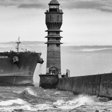 Sea Ship Waves Lighthouse Monochrome - Android / iPhone HD Wallpaper Background Download