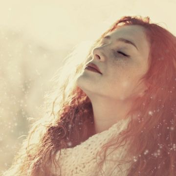 Snow Women Women Outdoors Model Face Long Hair Bokeh Sunlight Closed Eyes Freckles Redhead Winter - Android / iPhone HD Wallpaper Background Download
